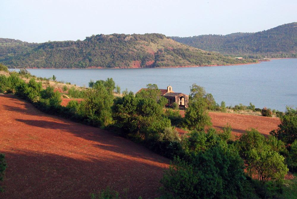 À la découverte du Lac du Salagou, où loger ?
